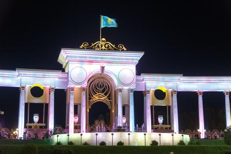 Almaty Kasakhstan - Augusti 29, 2016: Ingång av parkera av th royaltyfri fotografi