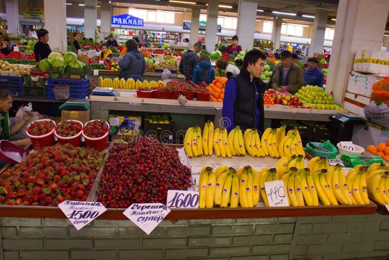 Almaty Kasakhstan - Maj 2, 2019: Marknad för central stad arkivfoto