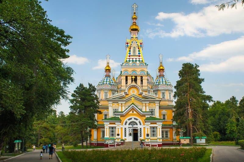 ALMATY KAZACHSTAN, LIPIEC, - 27, 2017: Wniebowstąpienie katedra w Almaty, Kazachstan zdjęcie royalty free
