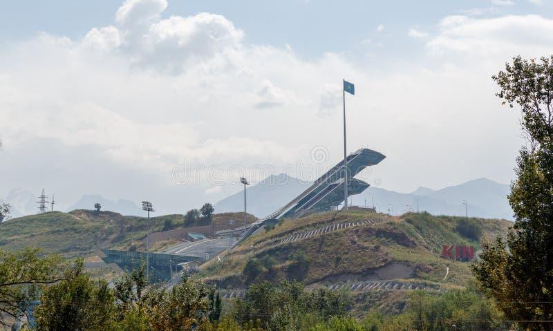 Almaty Kazachstan, Sierpień, - 29, 2016: Trampolina kompleks Sunkar zdjęcia stock