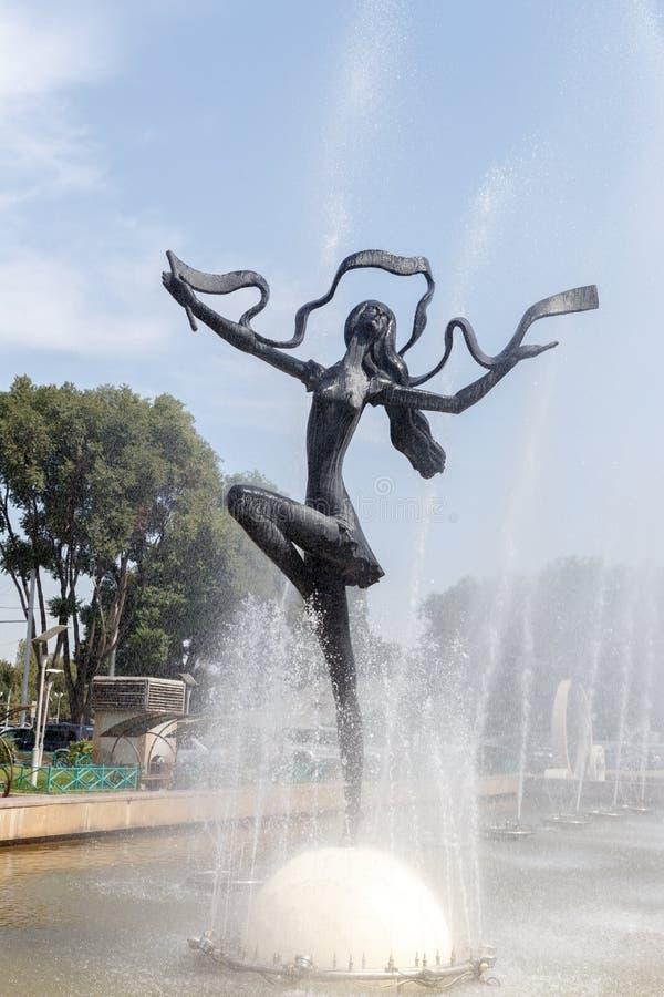 Almaty, Kazakhstan - 29 août 2016 : Cirque d'Almaty Gir mince images libres de droits