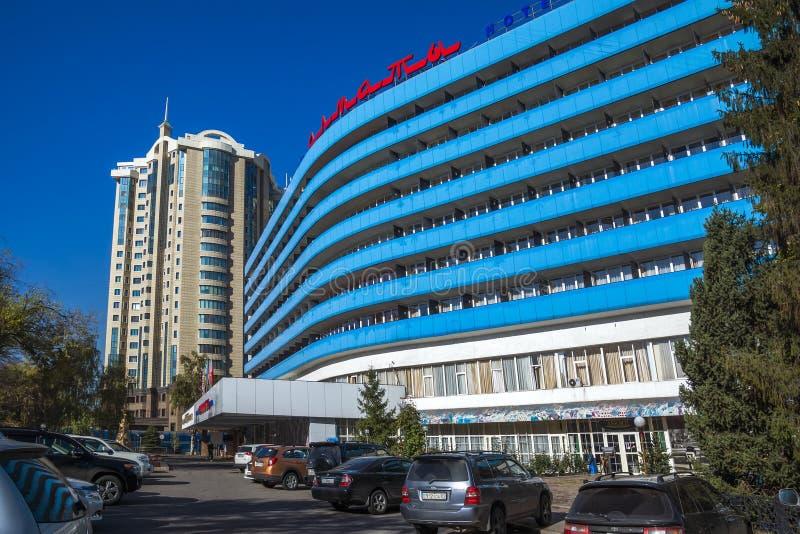 Almaty - modern arkitektur royaltyfria foton
