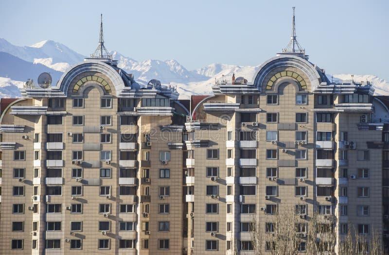 Almaty - modern arkitektur arkivbild