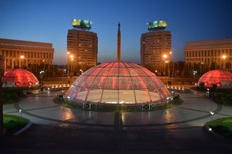 Almaty - noc widok fotografia stock