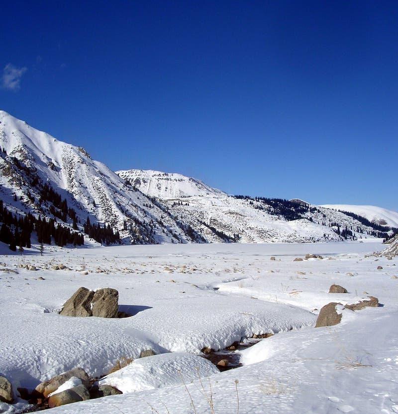 almaty stor lake arkivbild