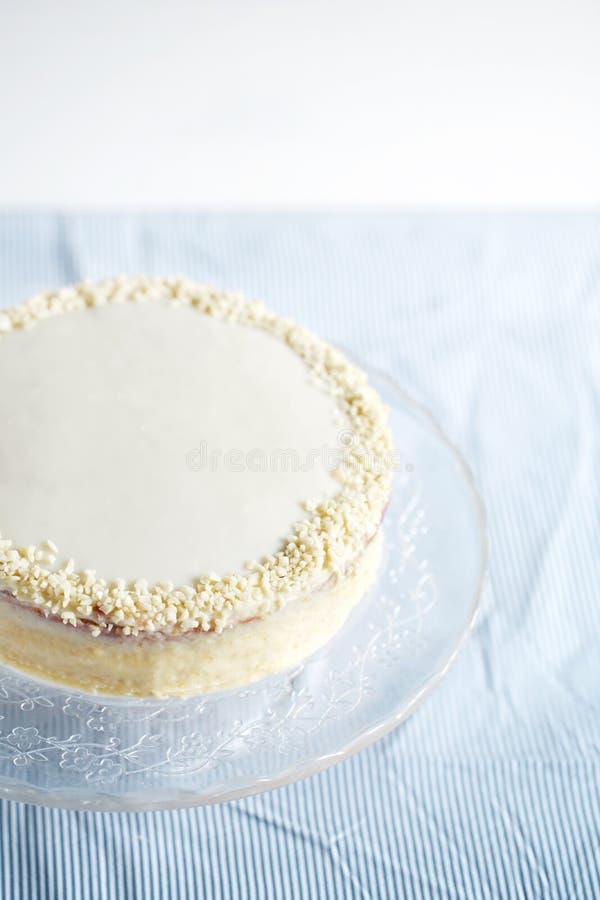 Almendra y torta de chocolate blanca, acodadas con ricotta fotografía de archivo libre de regalías