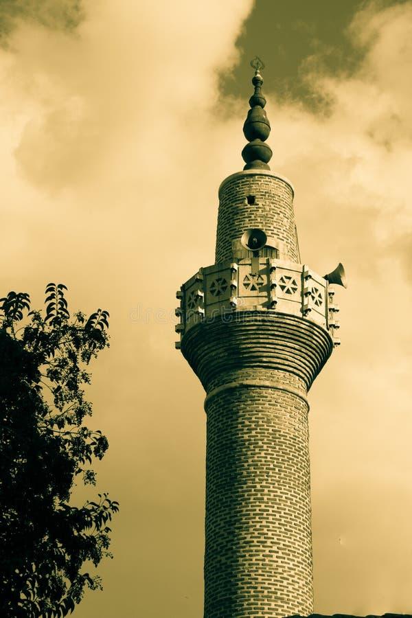 Alminar de las mezquitas del otomano en la visión imágenes de archivo libres de regalías