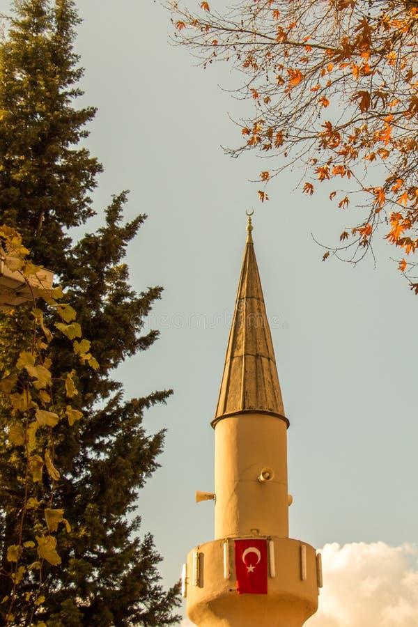 Alminar de las mezquitas del otomano en la visión fotografía de archivo