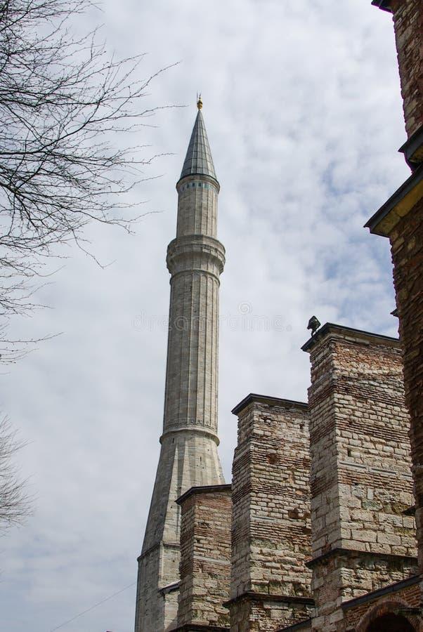 Alminar de las mezquitas del otomano en la visión fotos de archivo