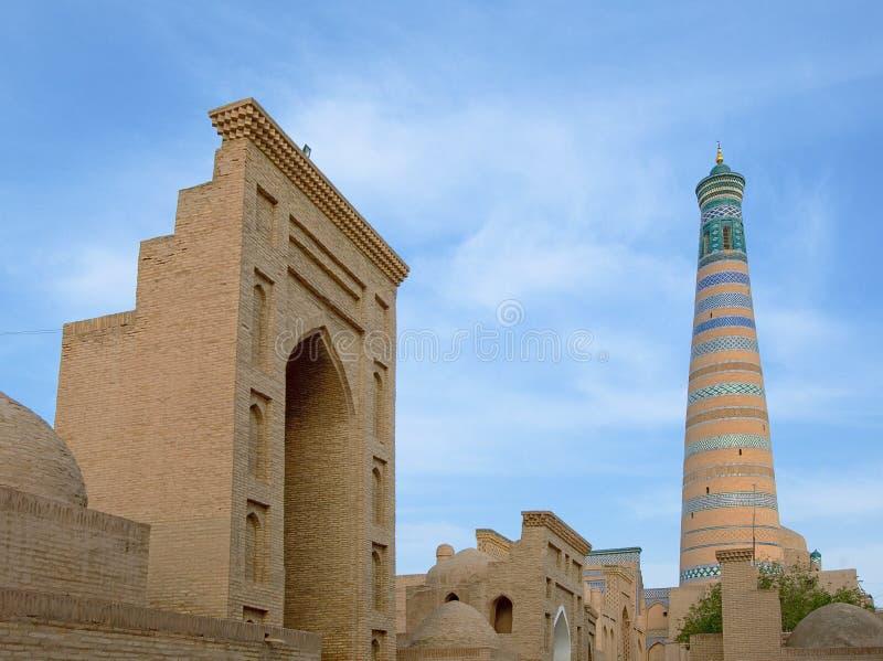 Alminar en la ciudad antigua de Khiva, Uzbekistan foto de archivo libre de regalías