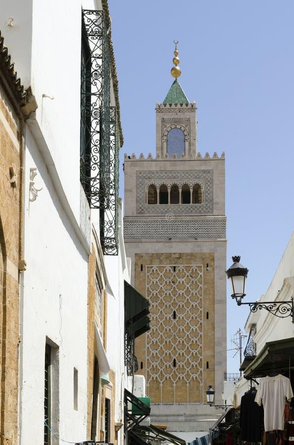 Alminar o torre de la mezquita fotos de archivo libres de regalías