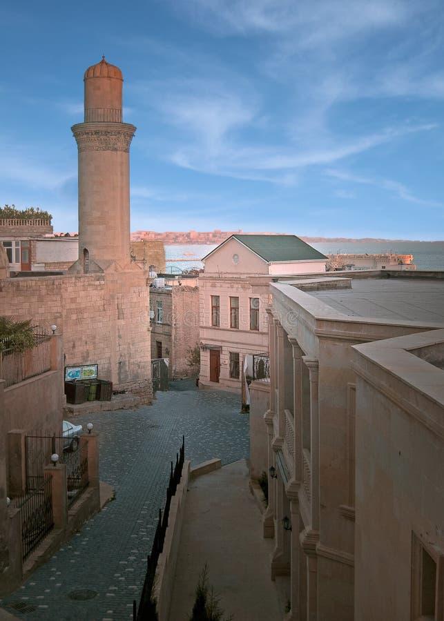 Alminar viejo de la ciudad de Baku imagenes de archivo
