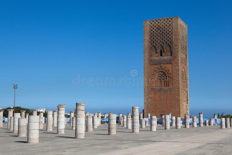 Alminar y la torre inacabada de la mezquita Hassan rabat marruecos imagen de archivo libre de regalías