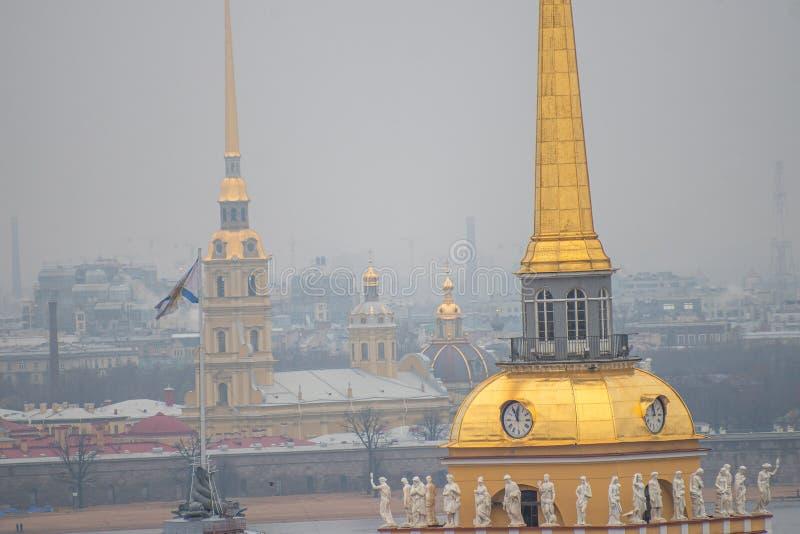 Almirantazgo en San Petersburgo imagen de archivo