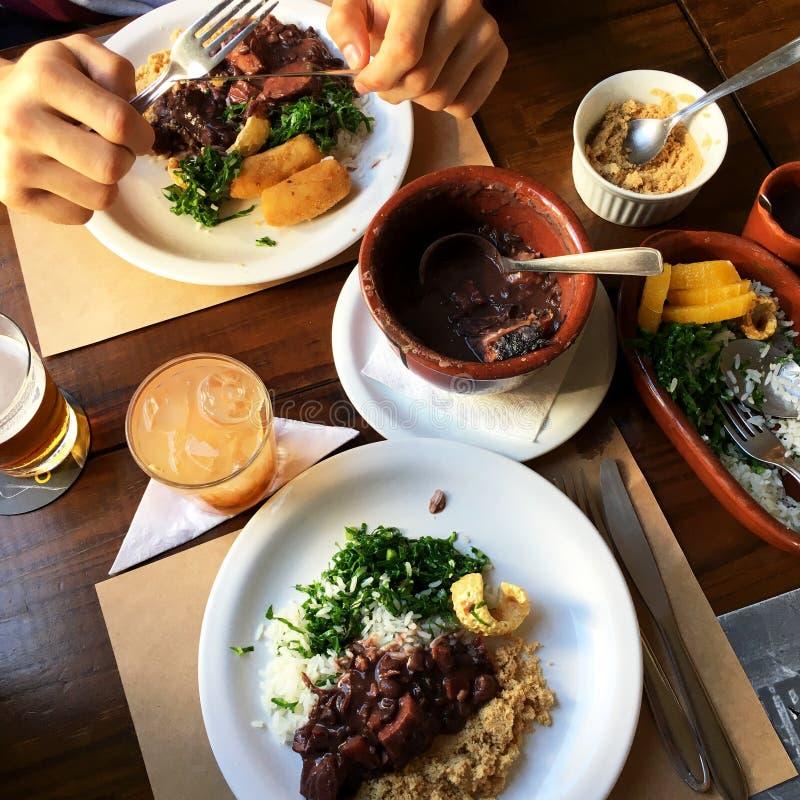 Almoço brasileiro do feijoada Guisado do feijão fotos de stock