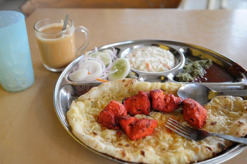 Almoço da Índia ajustado com culinária indiana foto de stock royalty free