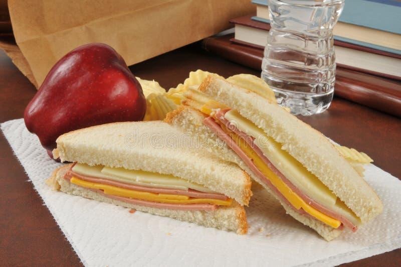 Almoço de saco do sanduíche da Bolonha e do queijo fotos de stock