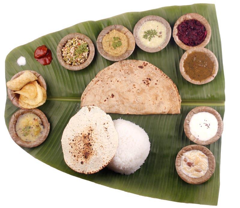 Almoço indiano sul na folha da banana + na máscara do grampeamento imagens de stock royalty free