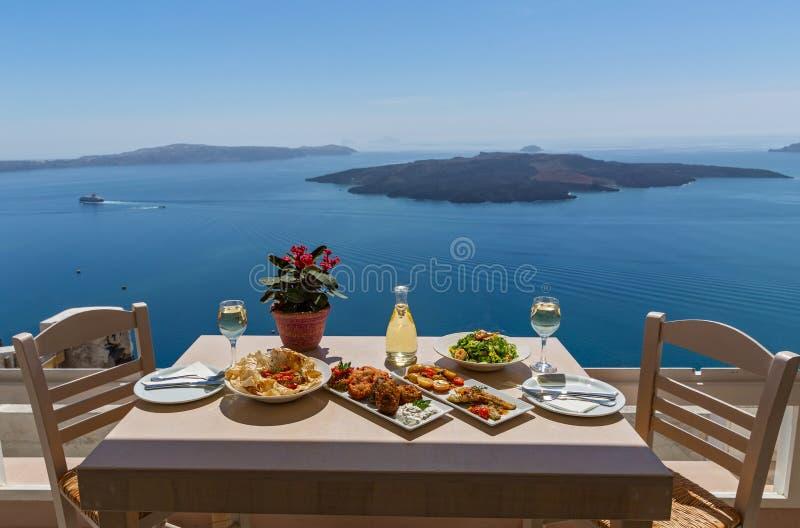 Almoço pelo mar, Grécia foto de stock royalty free
