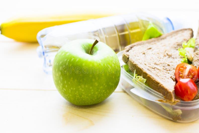 Almoço saudável em uma caixa fotografia de stock royalty free