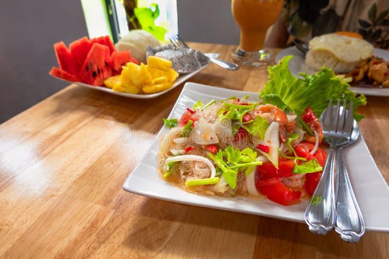 Almoço tailandês do norte do alimento da tradição em uma tabela de madeira fotografia de stock