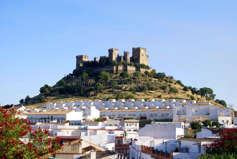 Almodovar del Ρίο και το κάστρο του στην Κόρδοβα, Ισπανία στοκ φωτογραφίες με δικαίωμα ελεύθερης χρήσης