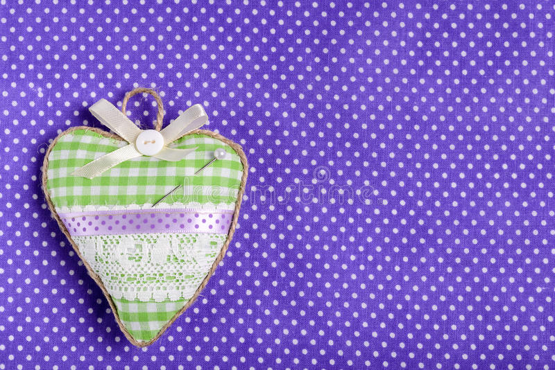Almofada de alfinetes dada forma coração foto de stock royalty free