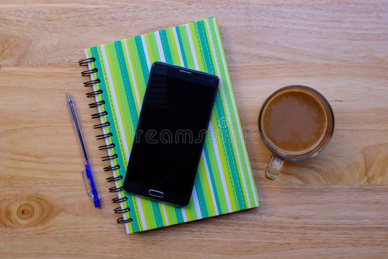 almofada de escrita com lápis fotos de stock