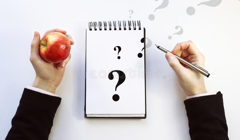 Almofada de nota em um fundo branco Pergunta imagem de stock royalty free
