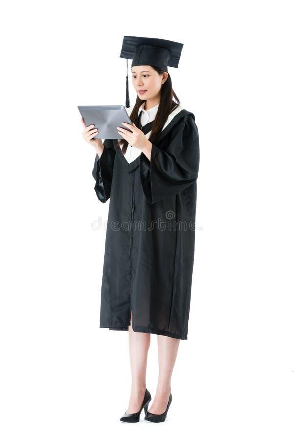 Almofada móvel de utilização graduada nova do estudante fêmea imagem de stock
