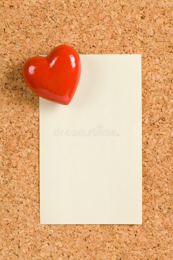 Almofada vermelha do coração e de nota imagens de stock