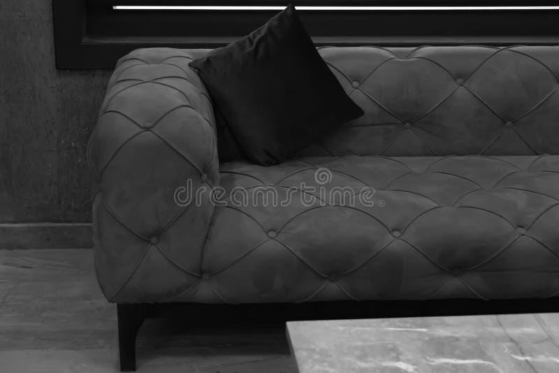 Almohada del sofá y del respaldo imagen de archivo