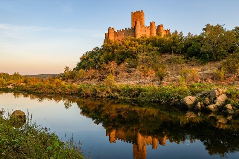Almourol slott på solnedgången fotografering för bildbyråer