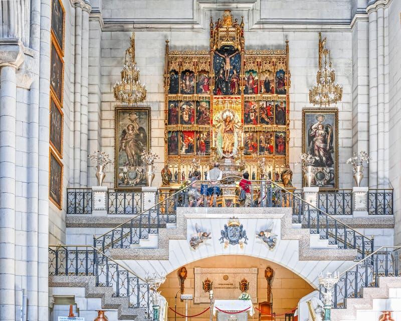 Almudena内部大教堂  免版税库存照片