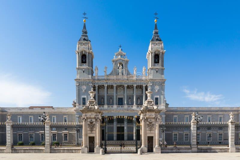 Almudena Cathedral - Externe mening stock fotografie