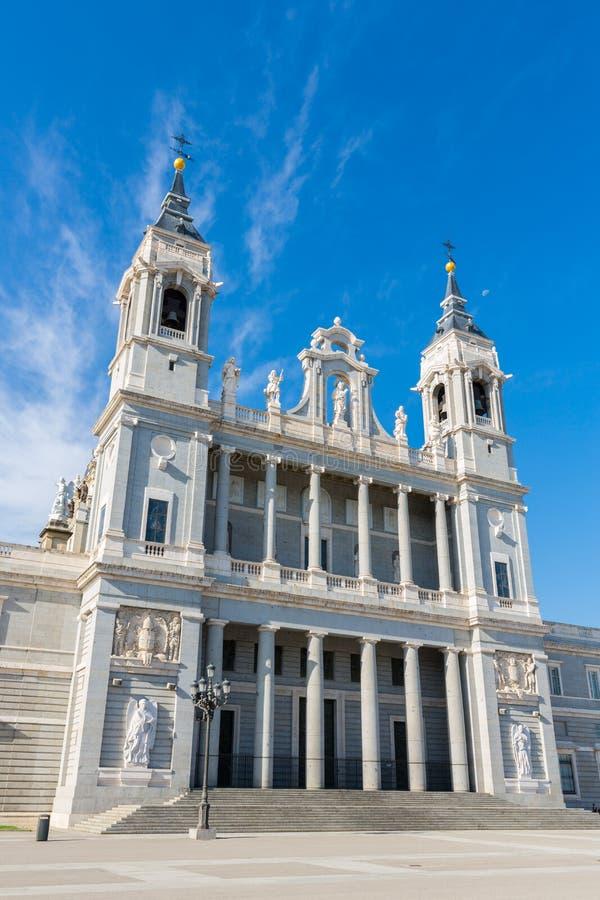 Almudena Cathedral - Externe mening royalty-vrije stock foto