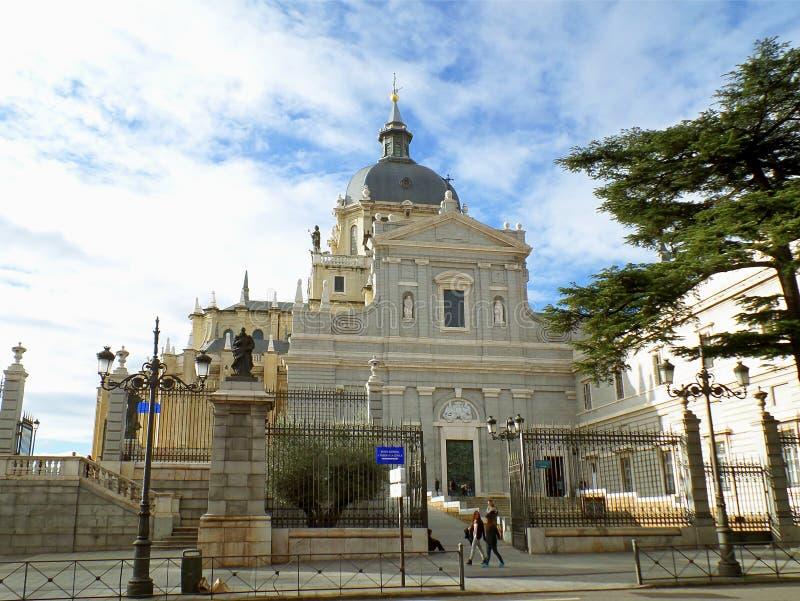 Almudena Royal Cathedral o Santa Maria la Real de La Almudena a Madrid, Spagna fotografia stock libera da diritti