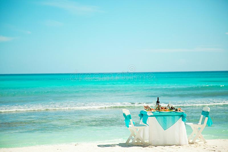 Almuerzo, cena en la playa del Caribe fotos de archivo libres de regalías