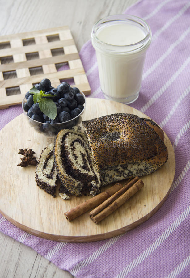 Almuerzo con milhojas de las semillas del arándano y de amapola imagen de archivo libre de regalías