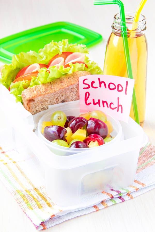 Almuerzo de Bento para su niño en la escuela, caja con un sandwic sano imagenes de archivo