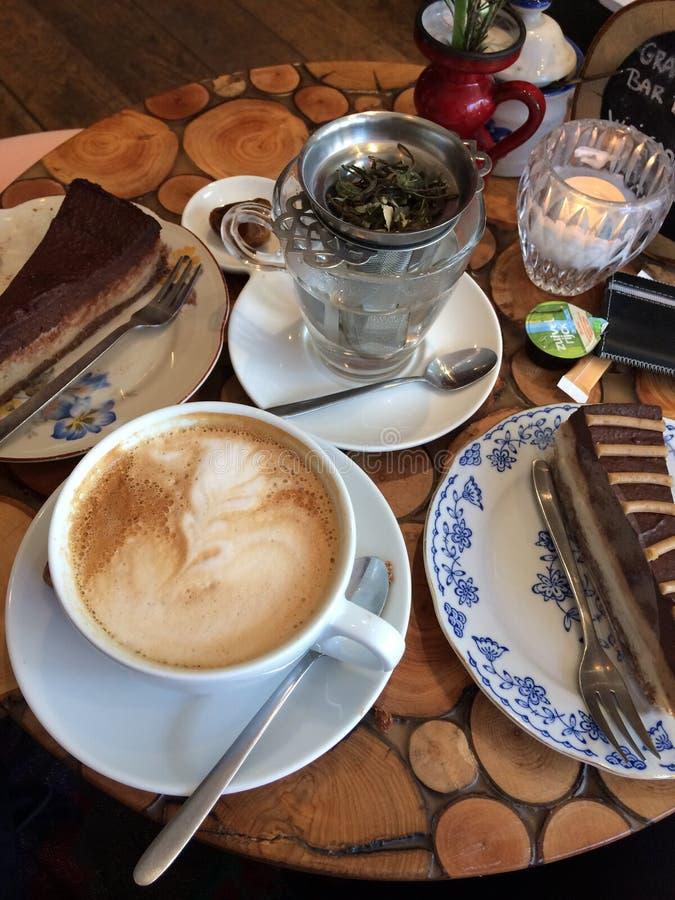 Almuerzo de la torta de la cena de Coffe acogedor imagen de archivo libre de regalías