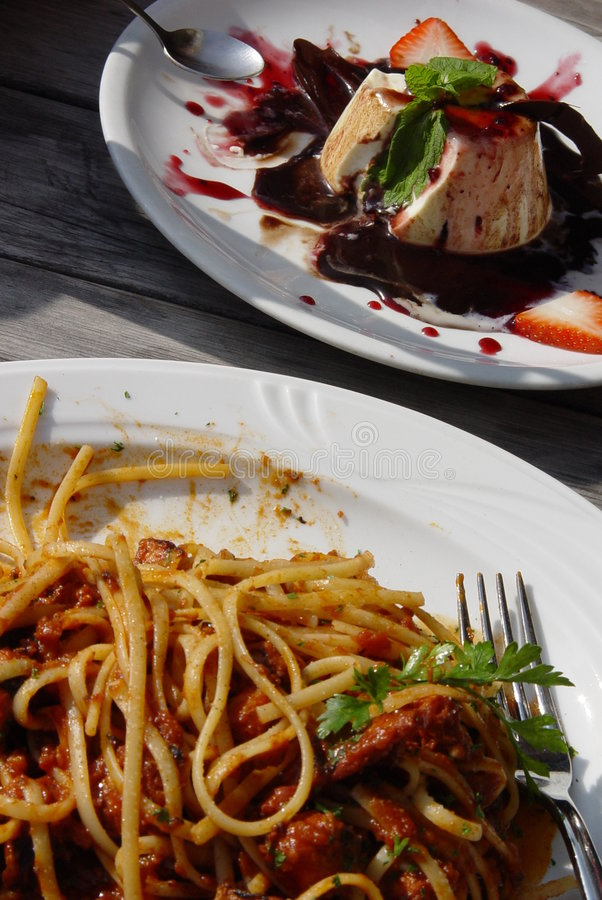 Download Almuerzo italiano imagen de archivo. Imagen de trigo, salsa - 1297061