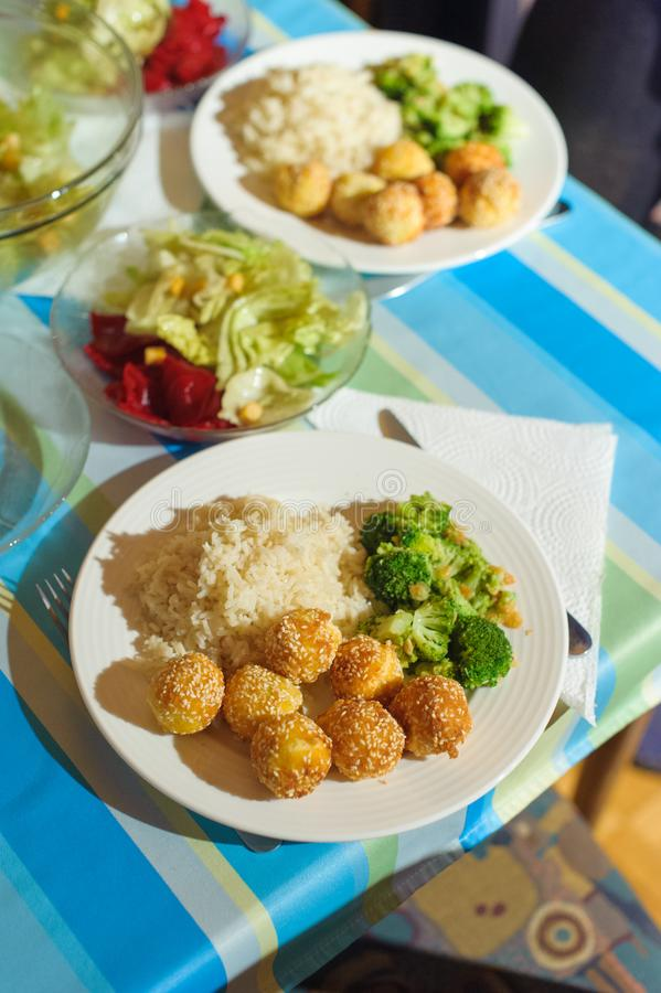 Almuerzo vegetariano de la comida en la tabla foto de archivo libre de regalías