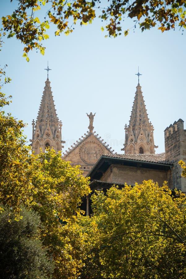 almundiaen kan för de del för domkyrkan kyrkliga konungar l lalakelandmarks som berömda förgrund låts vara majorcaen mallorca för arkivbild