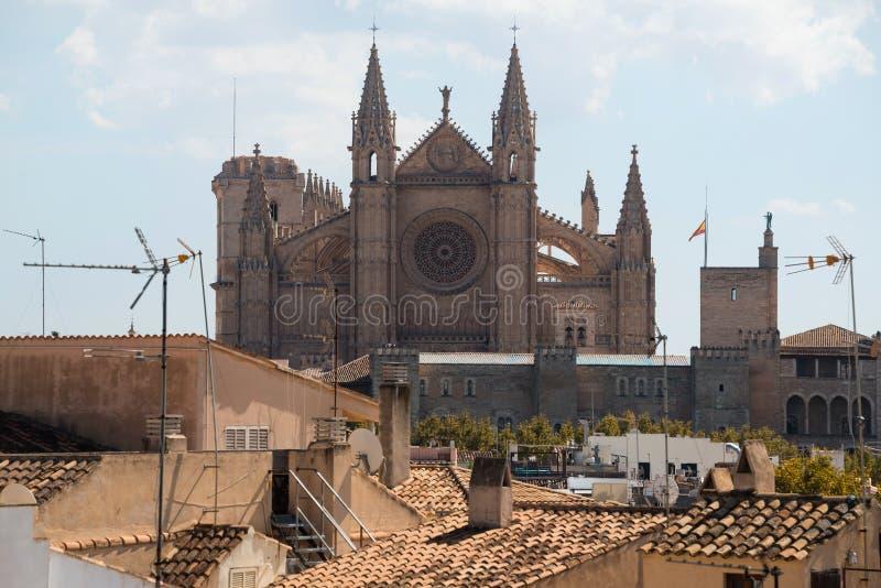 almundiaen kan för de del för domkyrkan kyrkliga konungar l lalakelandmarks som berömda förgrund låts vara majorcaen mallorca för arkivfoton