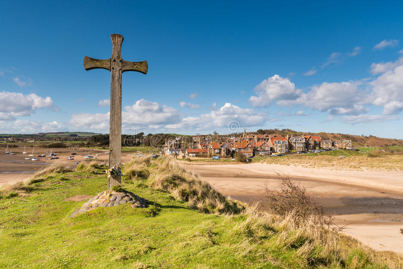 Alnmouth村庄和木十字架 库存图片