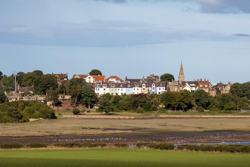 ALNMOUTH, NORTHUMBERLAND/UK - 18 DE AGOSTO: Vista da casa de campo de Alnmouth imagens de stock