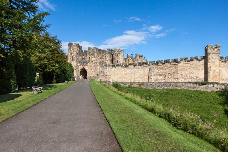 ALNWICK NORTHUMBERLAND/UK - AUGUSTI 19: Sikt av slotten i A fotografering för bildbyråer