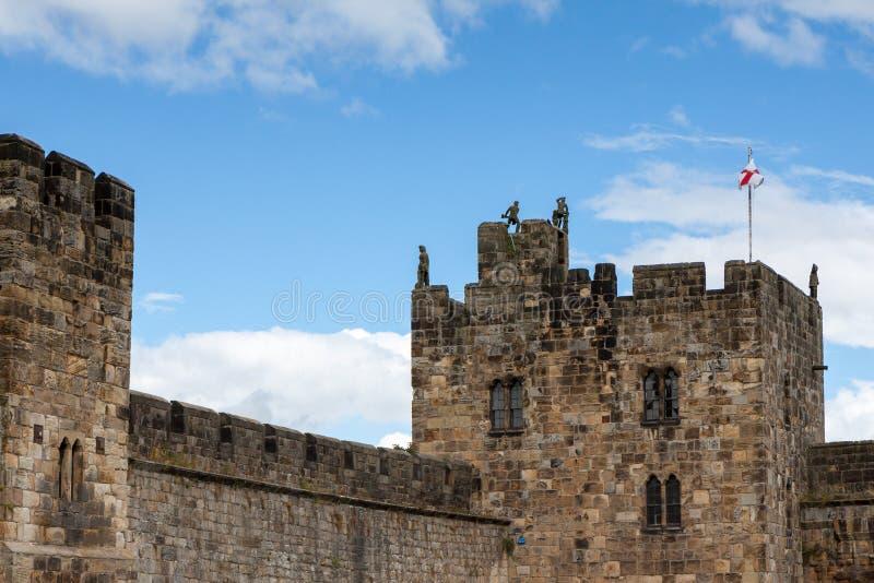 ALNWICK NORTHUMBERLAND/UK - AUGUSTI 19: Sikt av slotten i A royaltyfri bild