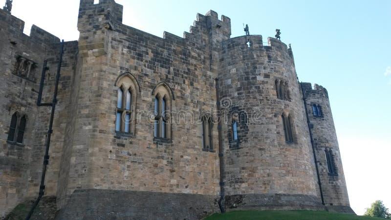 Alnwick-Schloss an einem reizenden sonnigen Tag stockbild